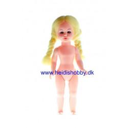 17 cm dukke med lyse fletninger